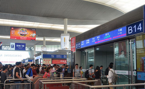 Departures guide at Chengdu East Railway station