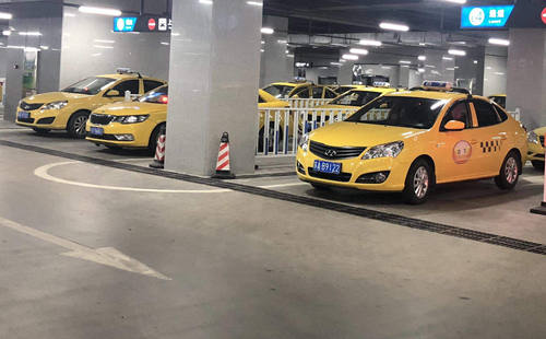 Bus and Taxi at Nanjing South Railway station